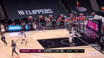 NBA, Beverley come Curry: si gira prima che la palla entri