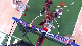 NBA, i 34 punti di Giannis Antetokounmpo contro Toronto