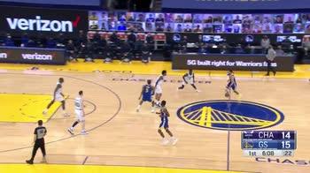 NBA, LaMelo Ball segna da tre punti ed esulta come Anthony