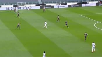 Juve-Genoa, il tunnel di tacco di Cristiano Ronaldo