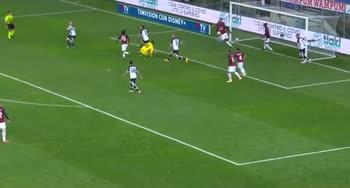 Parma-Milan, la doppia parata di Donnarumma