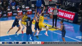 NBA: i 42 punti e 11 triple di Steph Curry contro i Thunder