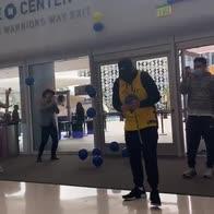 Golden State, che festa per il primo tifoso al Chase Center