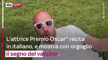 "VIDEO ""La Vacinada"", Zalone ed Helen Mirren per i vaccini"