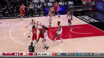 NBA, 33 punti di Trae Young contro Chicago