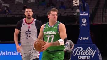 NBA, tripla doppia di Luka Doncic contro Washinton