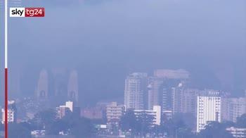 Australia, Sydney avvolta da nube di fumo e nebbia