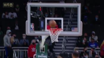 NBA, 38 punti di Kyrie Irving contro Milwaukee