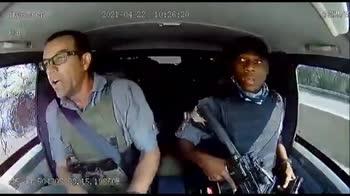Sudafrica, portavalori sfugge a tentativo di rapina. VIDEO
