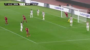 Roma-Manchester United, l'autorete di Alex Telles