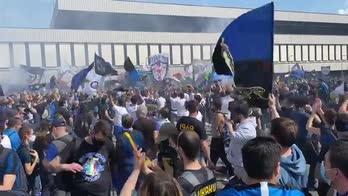 Inter, 3000 tifosi in attesa della squadra aa San Siro