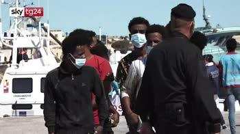 Nuova ondata di sbarchi a Lampedusa, oltre 500 arrivi