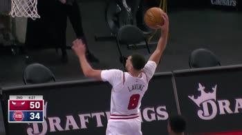 NBA, 30 punti per Zach LaVine contro Detroit