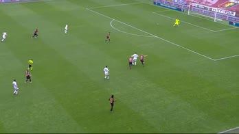 Atalanta-Genoa, Lammers in mezzo a due avversari