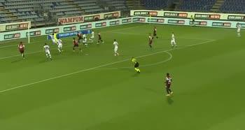 Cagliari-Genoa, il controllo a seguire di Joao Pedro