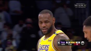 NBA, il super canestro di LeBron contro Jae Crowder