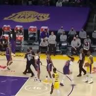 NBA, Jae Crowder imita i passi di salsa di LeBron James