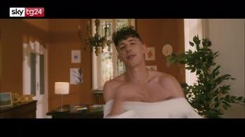 """VIDEO Shade presenta il nuovo singolo """"In un'ora"""" a Sky tg24"""
