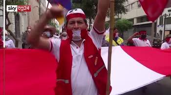 fl Elezioni presidenziali Per�, vince Castillo col 50,2%