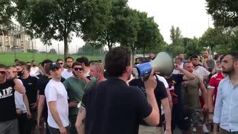 Padova, l'abbraccio con i giocatori dopo la finale d'andata