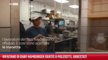 Rifiutano di dare hamburger gratis a poliziotti, arrestati
