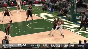 NBA, 32 punti per Kevin Durant in gara-6 contro Milwaukee
