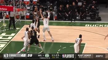 NBA, 38 punti per Khris Middleton in gara-6 vs Brooklyn