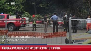 Padova, piccolo aereo precipita: morto il pilota
