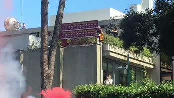Roma, Mourinho a Trigoria: il saluto ai tifosi