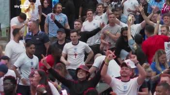 ERROR! Euro 2020, Inghilterra batte Ucraina 4-0: tifosi inglesi festeggiano