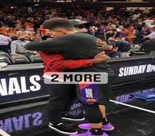 NBA: Wade fa il tifo per i Suns e abbraccia Paul e Booker