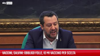 """Vaccini, Salvini: """"Obbligo folle, io mi vaccino per scelta"""""""