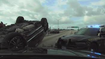 Usa, inseguimento in auto finisce con ribaltamento. VIDEO