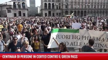 Milano, manifestazione contro l'obbligo del Green Pass
