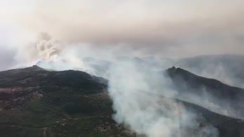 Sardegna, incendi nell'Oristanese: le immagini dall'alto