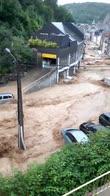 Belgio, auto trascinate via dall'alluvione. VIDEO