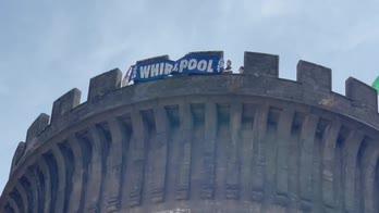 Whirlpool: Napoli, striscione su facciata Maschio Angioino
