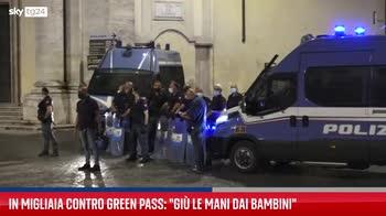 Roma, fiaccolata contro il Green Pass obbligatorio