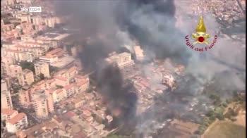 Incendi a Catania, le immagini dei Vigili del Fuoco