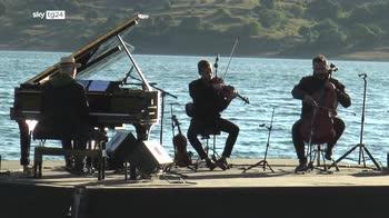 La musica di Einaudi sul lago di Campotosto