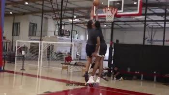 NBA, Steven Adams umilia il rookie Evan Mobley