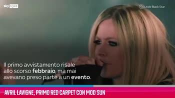 VIDEO Avril Lavigne, primo red carpet con Mod Sun