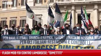 Roma, flash mob di FdI contro la Lamorgese