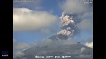 Messico, l'eruzione del vulcano Popocatepetl. VIDEO