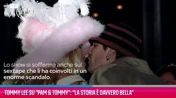 """VIDEO Tommy Lee su Pam & Tommy: """"La storia è davvero bella"""""""