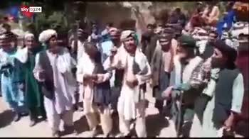 La spirale di violenza talebana, dai giornalisti, alle minoranze, ai civili