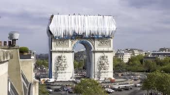 mpacchettamento Arco di Trionfo, il video in timelapse