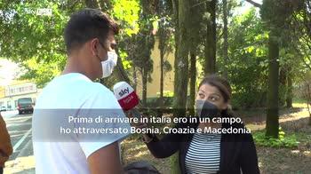Migranti, in decine arrivano a piedi dalla Bosnia