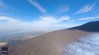 Etna, il video del drone che vola sopra il vulcano