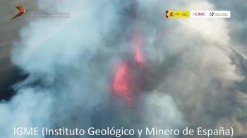 Vulcano Canarie, l'eruzione vista dal drone. VIDEO